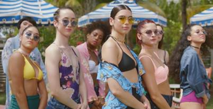 """Dua Lipa: """"New Rules"""" è il nuovo singolo della popstar britannica. Il suo video ha oltre 40 milioni di views in 2 settimane"""