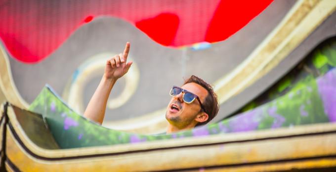 Unite with Tomorrowland - Martin Solveig incanta il pubblico