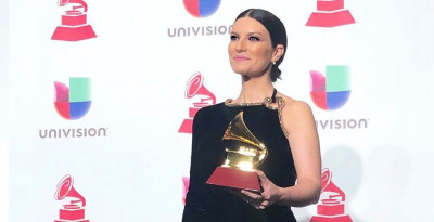 "LAURA PAUSINI TRIONFA AI LATIN GRAMMY AWARDS 2018!   VINCE IL PREMIO ""BEST TRADITIONAL POP VOCAL ALBUM"""