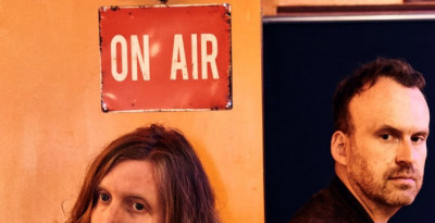 ANDY BURROWS & MATT HAIG annunciano REASONS TO STAY ALIVE in uscita il 01 febbraio su Fiction/Caroline - DATA UNICA IN ITALIA