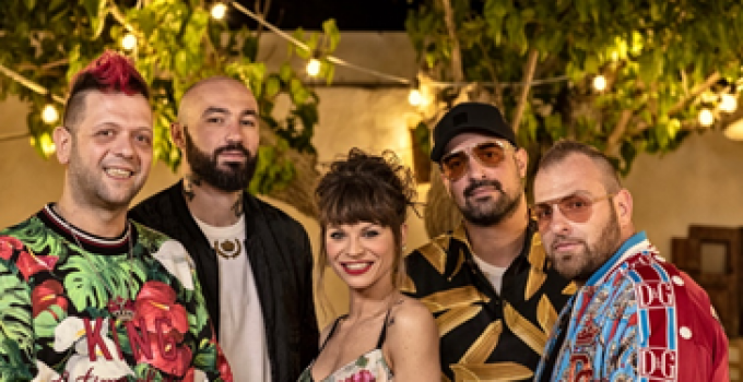 "BOOMDABASH e ALESSANDRA AMOROSO - vincono con ""MAMBO SALENTINO"" - power hits estate 2019-decretato tormentone dell'estate"