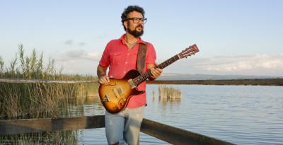 Il cantante chitarrista blues FRANCESCO PIU torna con il nuovo album CROSSING