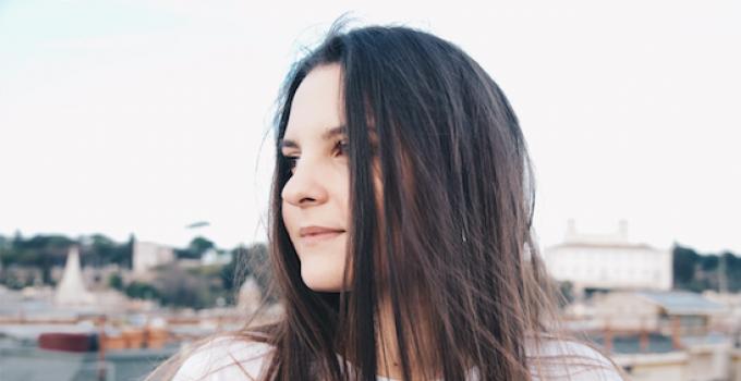 Greta: in radio YOUNG, il nuovo singolo della giovane artista romana