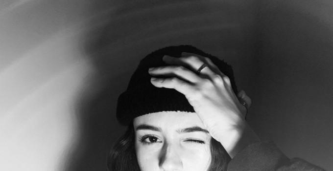 ARIETE  O1/12 è il nuovo singolo della giovane cantautrice dal primo dicembre in tutti i digital store