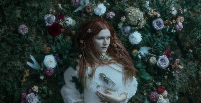 "La cantautrice MARJANA SEMKINA degli IAMTHEMORNING debutta con l'album solita ""SLEEPWALKING """