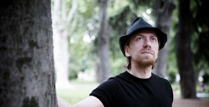 ALEX BEVILACQUA - in radio in radio LA SINDROME DEL DIVANO il nuovo singolo dello scrittore e cantautore milanese