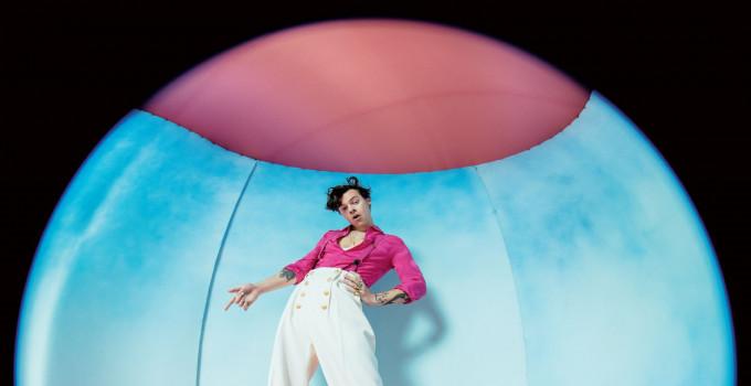 """HARRY STYLES: online il nuovo brano e il video di """"ADORE YOU"""". Il 13 dicembre esce l'album di inediti """"FINE LINE"""""""