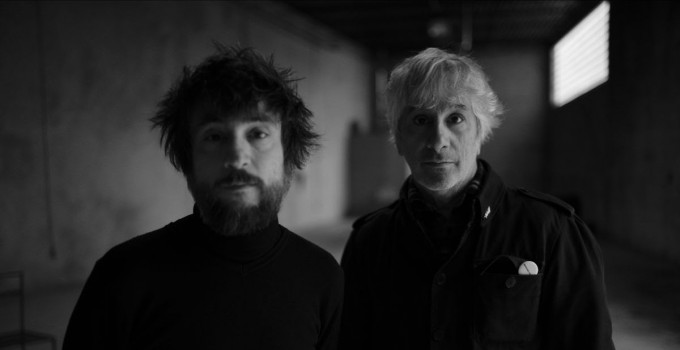 "LEE RANALDO & RAÜL REFREE  condividono il video per ""LIGHT YEARS OUT"""