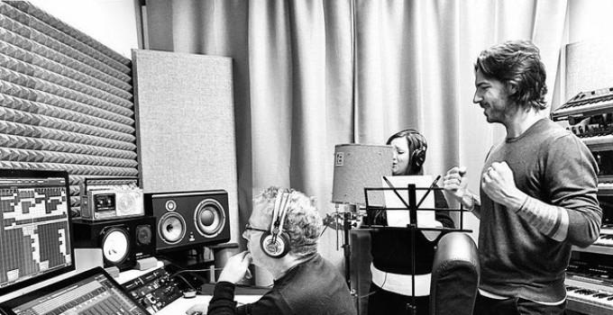 """Samuele Sartini: si balla con """"Symphony"""", mentre è al lavoro in studio con Amanda Wilson"""