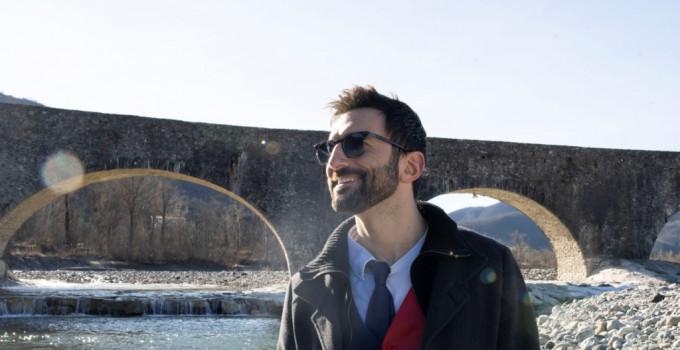 RICCARDO INGE // il 19 febbraio esce DUE RAGAZZI DUE RAGAZZE il nuovo singolo del cantautore indie pop milanese