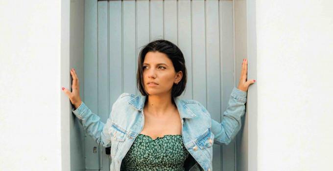 """Nightguide intervista Deborah Iurato, il nuovo singolo """"Ma cosa vuoi?"""" ci fa  scoprire un'artista più forte e matura"""