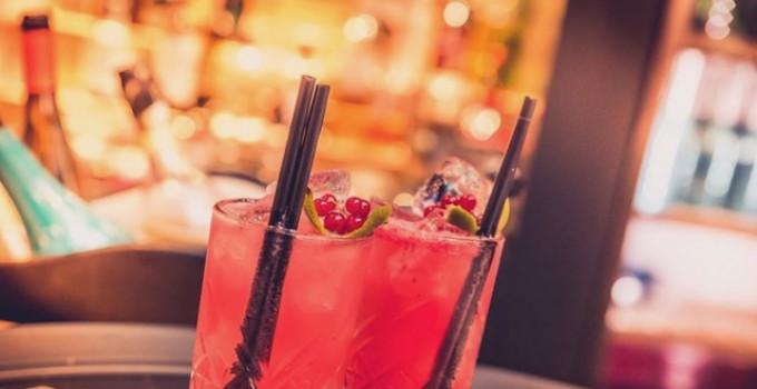 Hotel Costez - Cazzago (BS), dj set & drink al tavolo dalle 21 alle 24. Il 16/10 c'è Dr.Space e il 17/10 A.T.C.G.