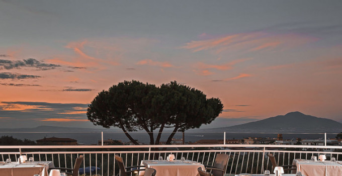 Andrea Gambardella, Carmine Sorrentino e l'art director Nello Simioli @ Terrazza Lounge Bar / Hilton Sorrento Palace per Sunset